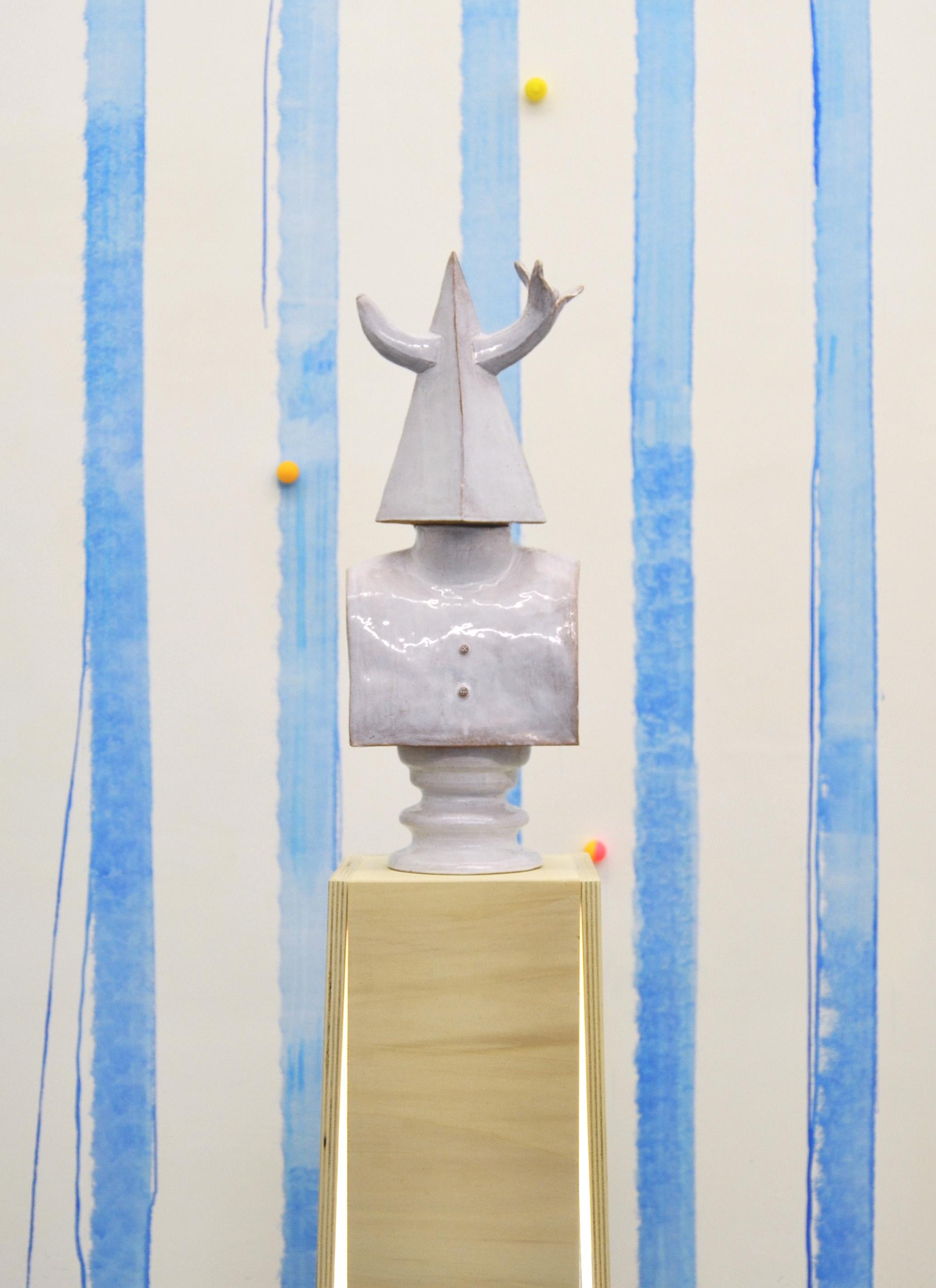 Diana Banana, 2014 ceramica + piedistallo in legno + neon h 160cm